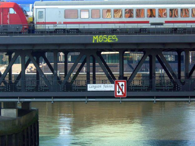 Oberhafenbrücke langsam fahren
